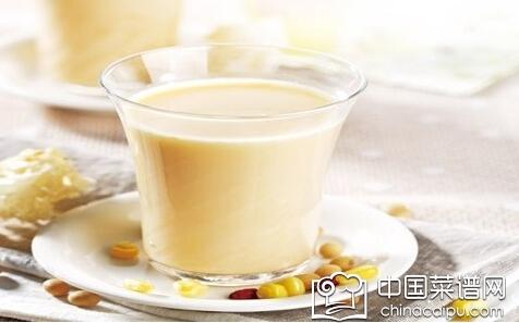 喝豆浆的好处 秋季早餐喝它美容养颜益气